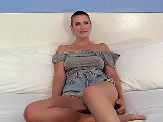 Toying an amateur short-haired girl